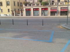 Barriere e decoro: eliminare gli stalli blu da rampe, attraversamenti e porte in via Pallone